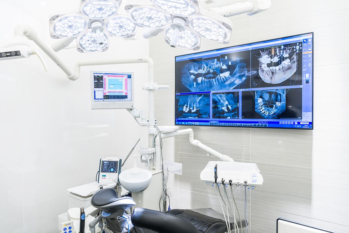 清潔な環境下の個室空間でインプラント手術を行います