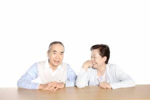 インプラントが何十年も持ち、喜んでいる老夫婦